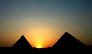 pyramid sunrise_754472